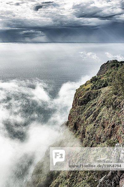 Europas höchste Klippe Cabo Girão  Kap der Umkehr  nahe Câmara de Lobos  Madeira  Portugal  Europa