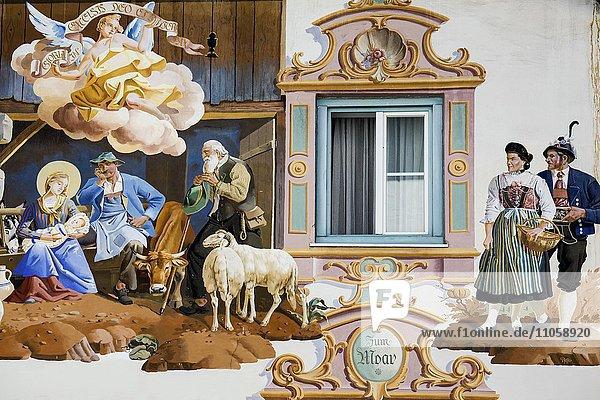 Lüftlmalerei an einer Hauswand  Detail  Garmisch-Partenkirchen  Oberbayern  Bayern  Deutschland  Europa Lüftlmalerei an einer Hauswand, Detail, Garmisch-Partenkirchen, Oberbayern, Bayern, Deutschland, Europa
