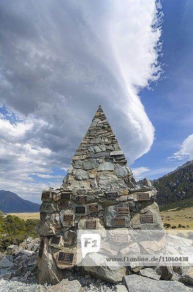 Gedenkschrein Alpine Memorial zum Gedenken an verunglückte Bergsteiger am Mt Cook  Mount Cook Nationalpark  Südinsel  Neuseeland  Ozeanien