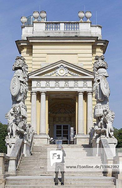 Treppenaufgang zur Gloriette  Schlosspark Schönbrunn  Hietzing  Wien  Österreich  Europa