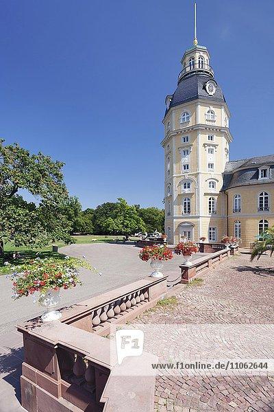 Karlsruher Schloss im Schlossgarten  Karlsruhe  Baden-Württemberg  Deutschland  Europa
