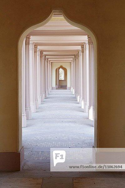 Wandelgang im türkischen Garten  Schlosspark Schloss Schwetzingen  Schwetzingen  Baden-Württemberg  Deutschland  Europa