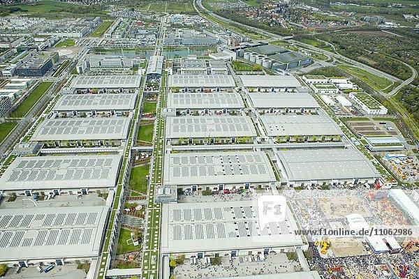 Messegelände  Messehallen  Luftaufnahme  München  Bayern  Deutschland  Europa