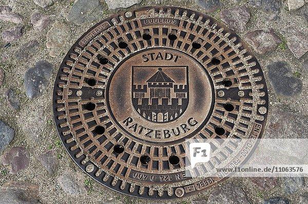 Kanaldeckel der Stadt Ratzeburg  Ratzeburg  Schleswig-Holstein  Deutschland  Europa