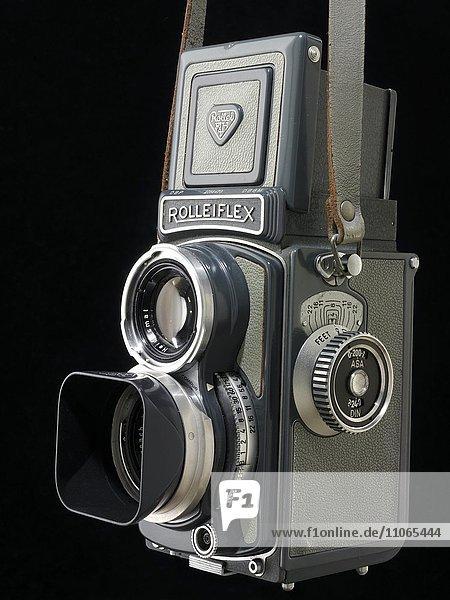 Alte Kamera  graue Baby Rolleiflex  Spiegelreflexkamera für Rollfilm  circa 1957