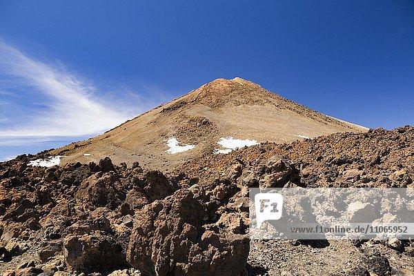 Lavabroken vor Vulkan Pico del Teide  Teneriffa  Kanarische Inseln  Spanien  Europa