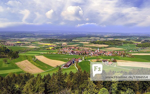 Ausblick über das Dorf Buch am Irchel und das Zürcher Weinland  dahinter aufziehendes Gewitter  Bezirk Andelfingen  Kanton Zürich  Schweiz  Europa