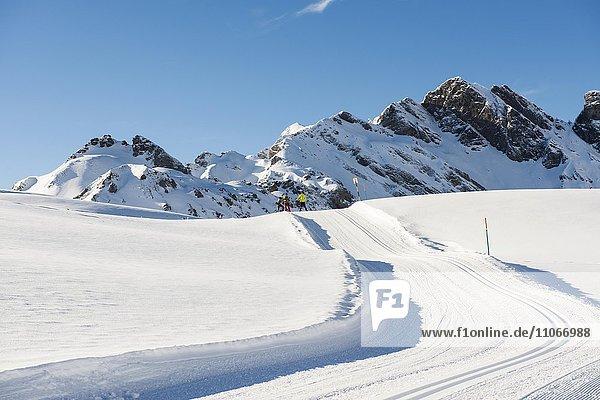 Langlaufloipe und verschneite Winterlandschaft  Melchsee-Frutt  Kanton Obwalden  Schweiz  Europa
