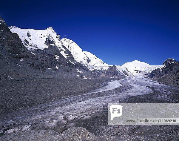 Blick auf die Pasterze  Gletscher  hinten der Großglockner  höchster Berg Österreichs  Nationalpark Hohe Tauern  Kärnten  Österreich  Europa