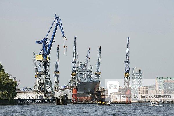 Kriegsschiff im Blohm + Voss Dock Elbe 17  Hamburg  Deutschland  Europa