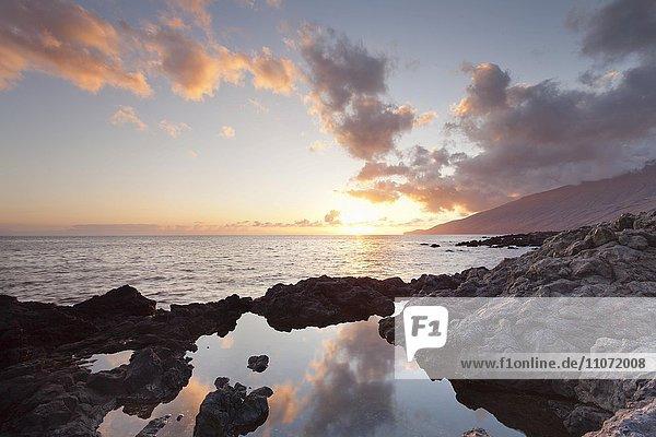 Sonnenuntergang an der Küste bei La Restinga  El Hierro  Kanarische Inseln  Spanien  Europa