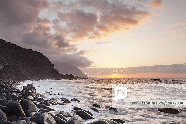 Küste bei Los Llanillos bei Sonnenuntergang  El Hierro  Kanarische Inseln  Spanien  Europa