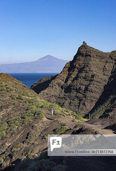 Punta San Lorenzo bei Hermigua  La Gomera  hinten Teneriffa  Kanarische Inseln  Spanien  Europa
