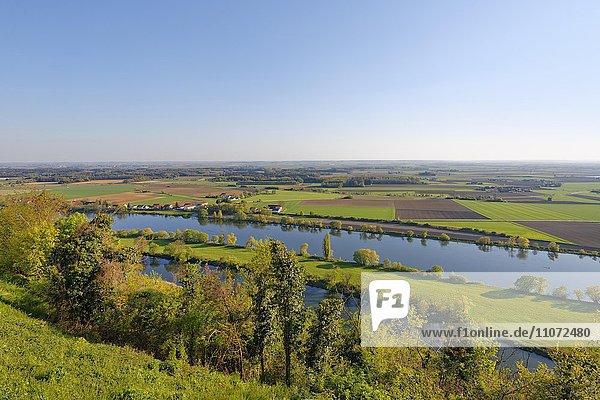 Donau mit Bogener Altarm und Hermannsdorf  Ausblick vom Bogenberg  Bogen  Niederbayern  Bayern  Deutschland  Europa