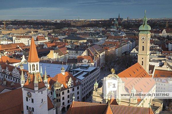 Ausblick auf Altstadt  Innenstadt München  vorne Altes Rathaus und Heilig-Geist-Kirche  München  Oberbayern  Bayern  Deutschland  Europa