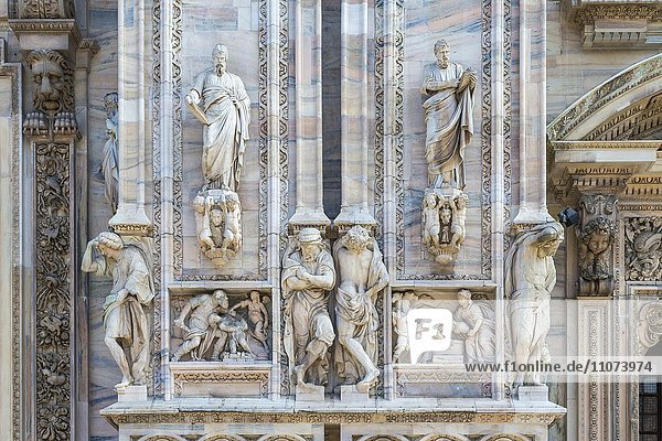 Sculptures on the marble facade  Milan Cathedral  Piazza del Duomo  Milan  Italy  Europe