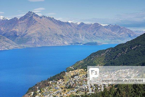 Queenstown und Lake Wakatipu  Queenstown  Südinsel  Neuseeland  Ozeanien