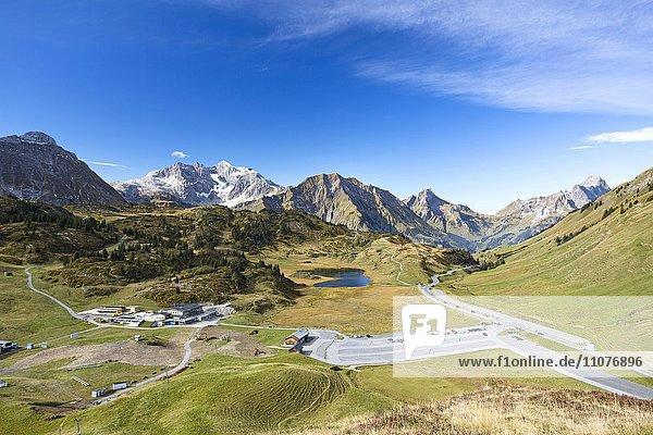Ausblick auf Hochtannbergpass mit Braunarlspitze  Vorarlberg  Österreich  Europa