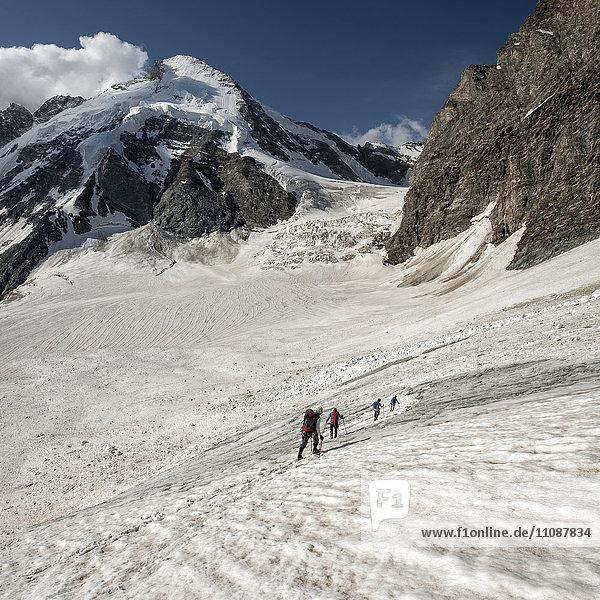 Schweiz  Bergsteiger in Dent d'Herens