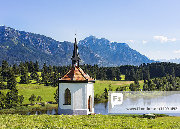 Deutschland  Bayern  Allgäu  Kapelle am Hegratsrieder See mit Deutschland, Bayern, Allgäu, Kapelle am Hegratsrieder See mit