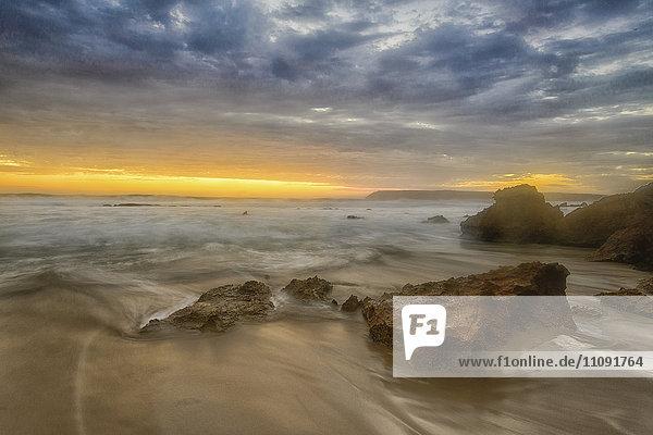 Australien  Eyre Peninsula  Port Lincoln  Strand bei Sonnenuntergang