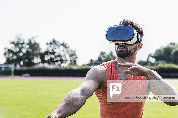 Sportler mit Virtual-Reality-Brille