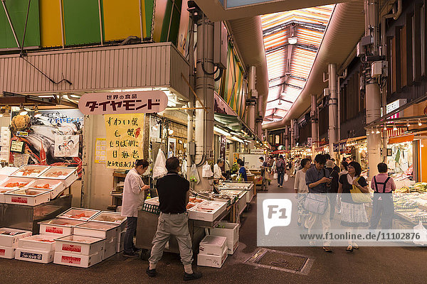 Shoppers at Omicho fresh food market  busy and colourful network of covered streets lined by stalls  Kanazawa  Japan  Asia