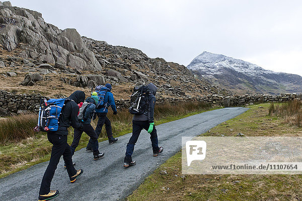 Hikers set off from Pen Y Pass in winter to climb Mount Snowdon in Snowdonia National Park  Gwynedd  Wales  United Kingdom  Europe