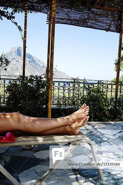 Griechenland  Kalymnos  Woman´s Beine auf Sonnenliege Griechenland, Kalymnos, Woman´s Beine auf Sonnenliege