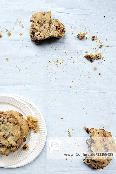 Crumbling cookies and paper plates