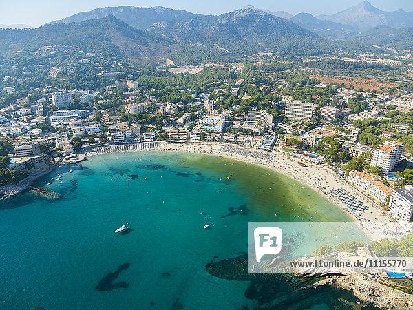 Spanien  Mallorca  Luftaufnahme der Bucht von Peguera