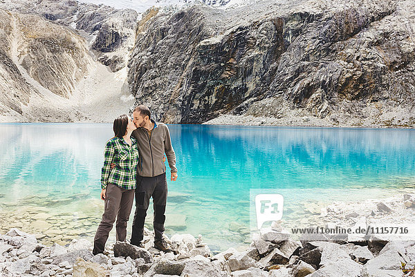 Peru  Cordillera Blanca  Huaraz  Huascaran Nationalpark  Paarküsse an der Lagune 69