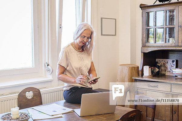 Geschäftsfrau im Home-Office
