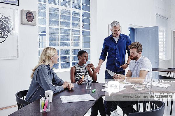 Geschäftsleute bei einem Meeting