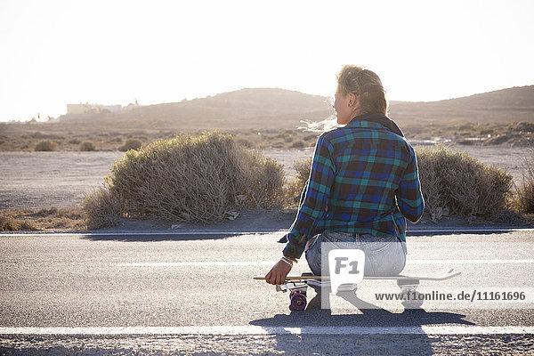 Spanien  Teneriffa  blonde junge Skaterin Spanien, Teneriffa, blonde junge Skaterin