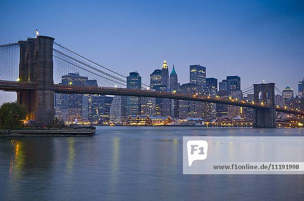 USA  New York City  Lower Manhattan & Brooklyn Bridge