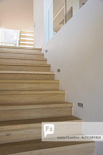Treppe in einem modernen Haus Treppe in einem modernen Haus