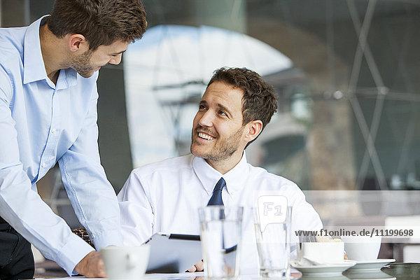 Mitwirkende Geschäftsleute
