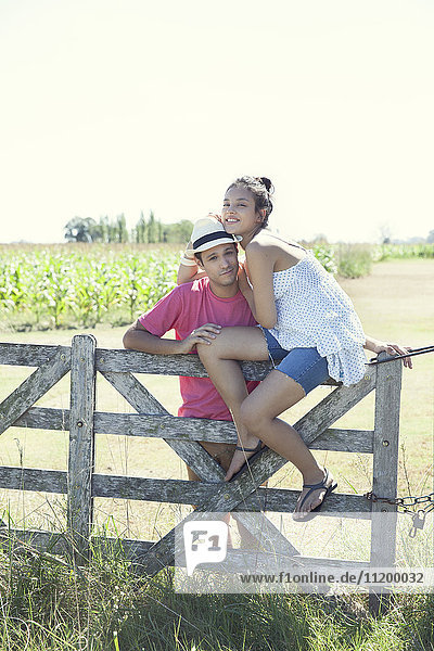 Junges Paar auf dem Bauernhof  Portrait
