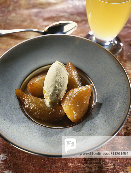 Pears roasted with honey and beer vanilla ice cream