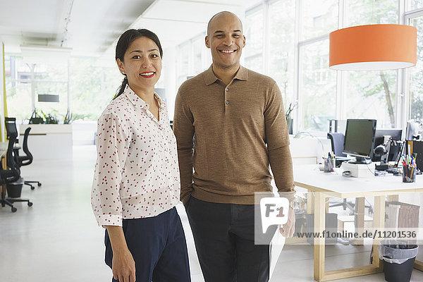 Portrait von Geschäftsleuten im Kreativbüro