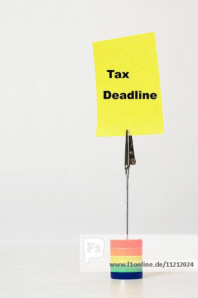 Reminder note saying tax deadline