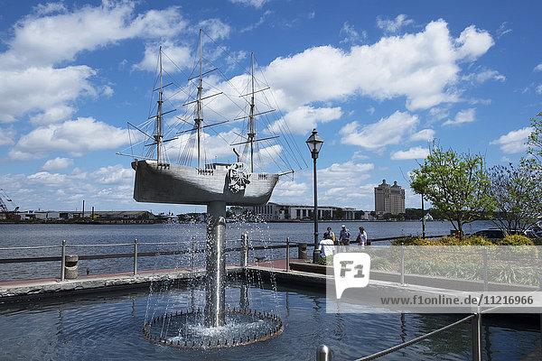 Liberty monument and fountain; Savannah  Georgia  United States of America