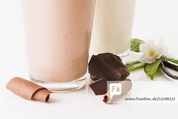 Chocolate and vanilla smoothies decorated with pieces of chocolate