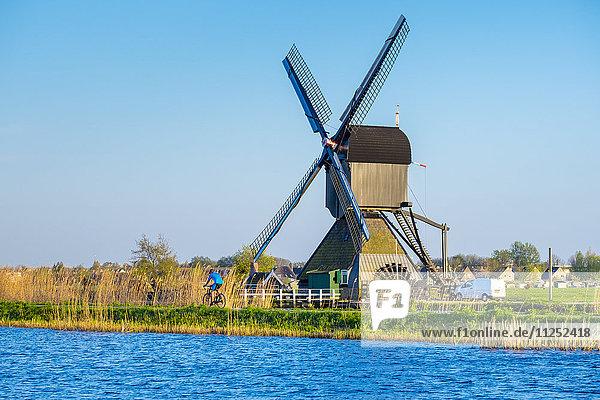 Netherlands  South Holland  Kinderdijk  UNESCO World Heritage Site. Historic Dutch windmill on the polders.