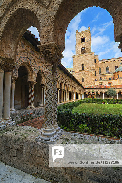 Cloister  Cathedral of Monreale  Monreale  Palermo  Sicily  Italy  Europe