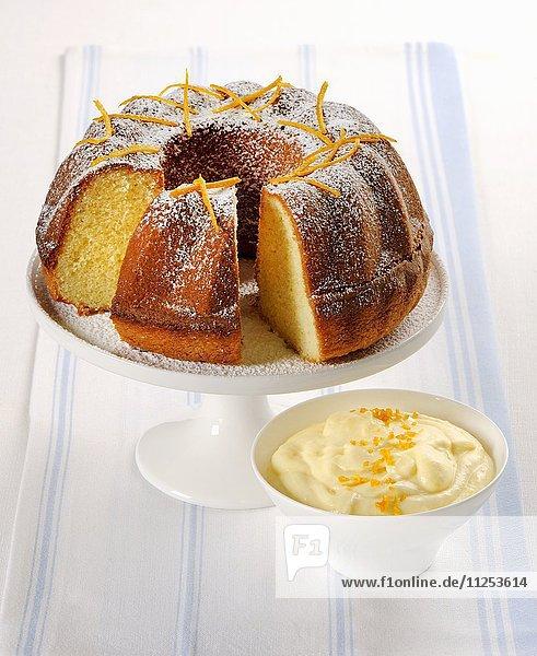 Napfkuchen mit Orangenzesten und Orangencreme