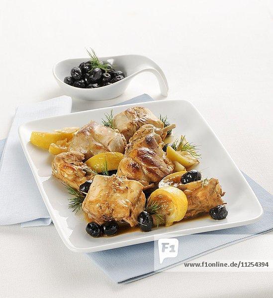 Kaninchenrücken in Zitronenmarinade mit Oliven
