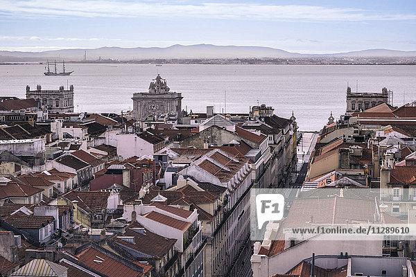 Portugal  Lissabon  Stadtbild mit Tejo im Hintergrund