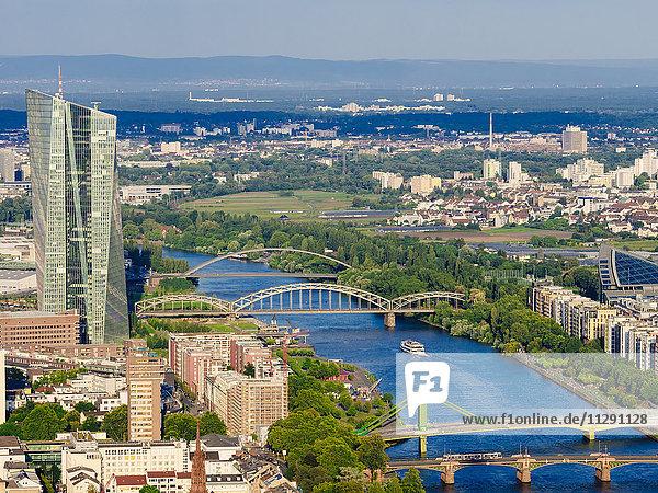 Deutschland  Frankfurt  Blick vom Main Tower auf die Europäische Zentralbank und den Main